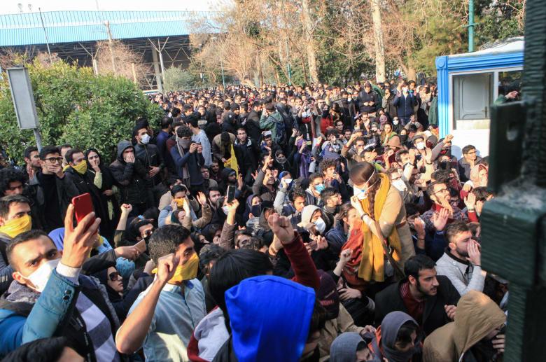 وزير الدفاع الإيراني: الاستكبار العالمي واعداء ايران يخططون لزعزعة الاستقرار في البلاد
