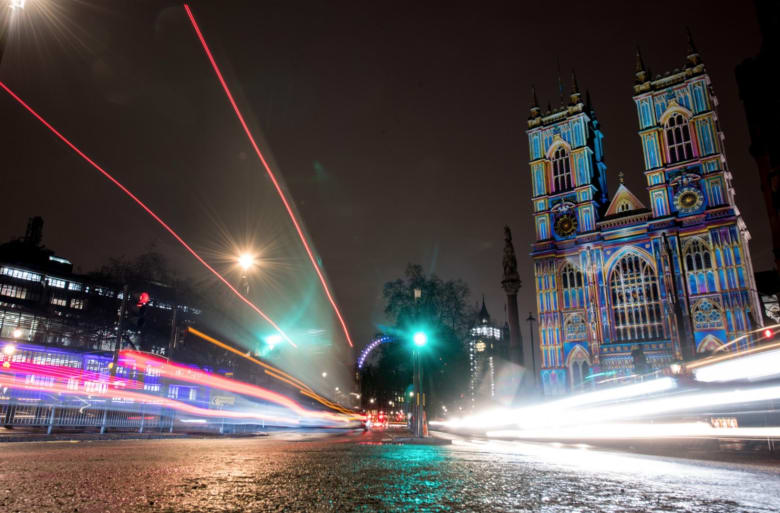 """مهرجان """"لوميير"""".. مدينة الضباب تتحول إلى مدينة الأضواء"""