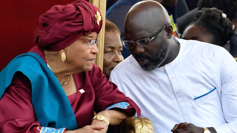 """نجم كرة القدم السابق ورئيس ليبيريا الجديد يخفّض راتبه الرئاسي لمواجهة """"الاقتصاد المنهار"""""""