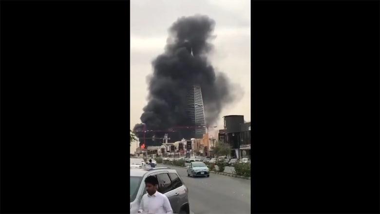 حريق قرب برج الفيصلية بالعاصمة السعودية الرياض