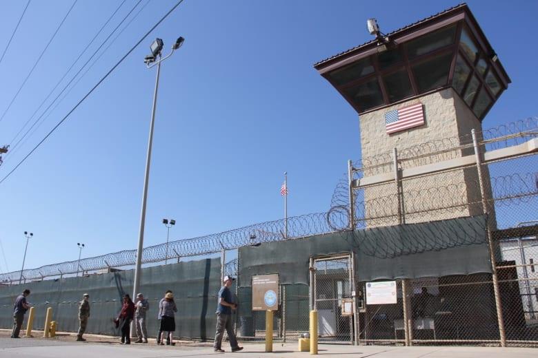 ترامب يُوقع على قرار لإبقاء سجن غوانتنامو مفتوحا