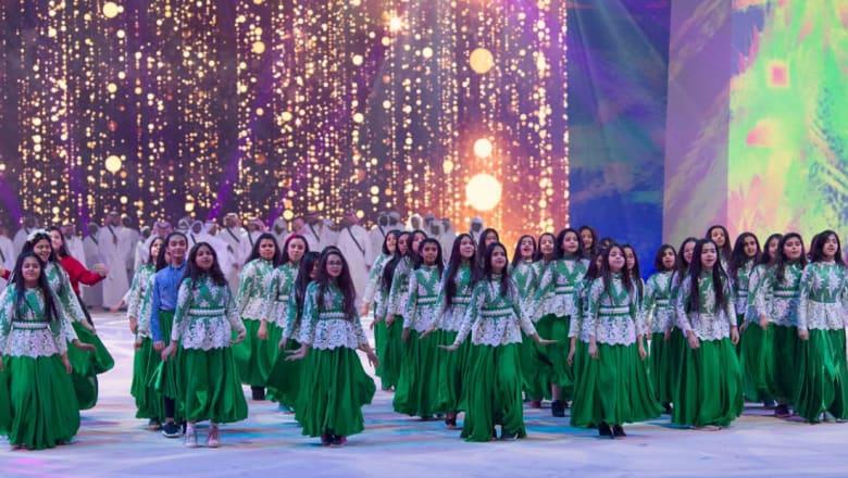 ناصر القصبي ينشر صورة الفتيات في مهرجان الجنادرية ويعلق: سحقاً للصحوة ما أقبحها