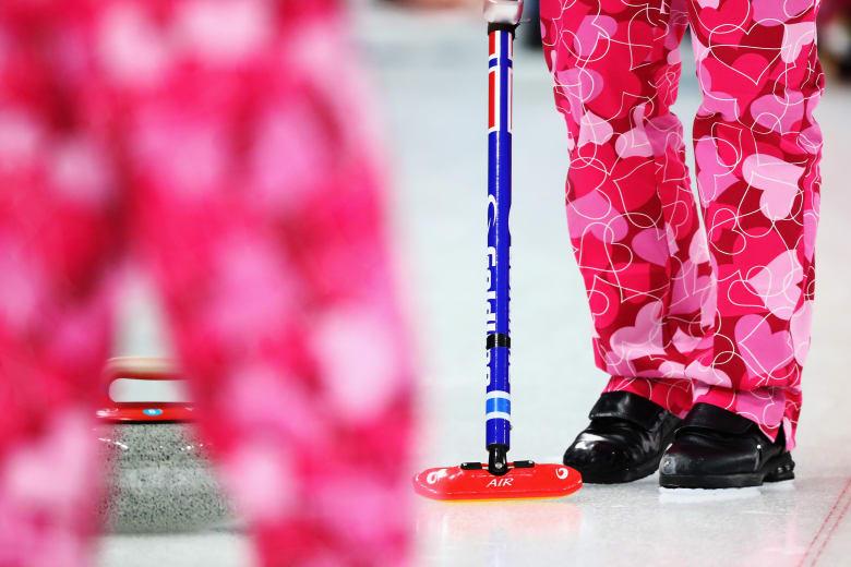 """الفريق النرويجي يحتفل بـ""""الفالنتاين"""" على طريقته الخاصة في الأولمبياد الشتوي"""