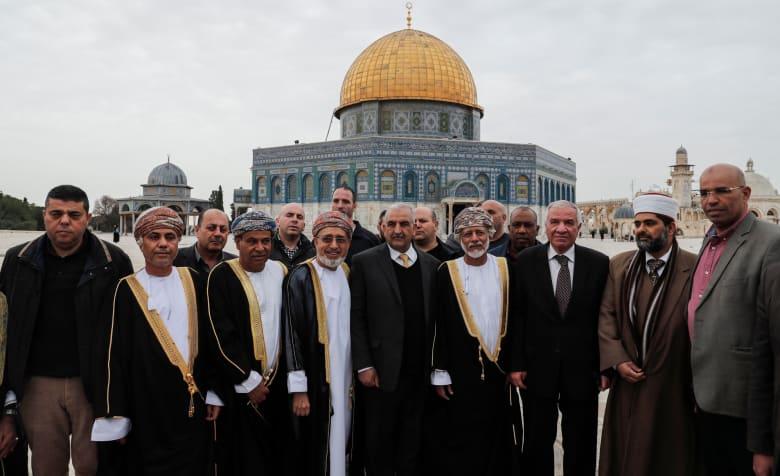 وزير الشؤون الخارجية العماني يصلي بالأقصى بزيارة نادرة