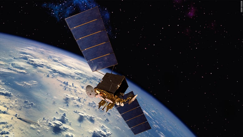 """""""سبيس إكس"""" تطلق قمراً صناعياً تجريبياً لمشروع الإنترنت السريع"""