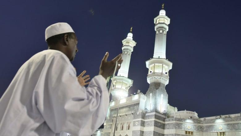 السعودية: إيقاف الكاتب السحيمي بعد دعوته لتقليص عدد المساجد