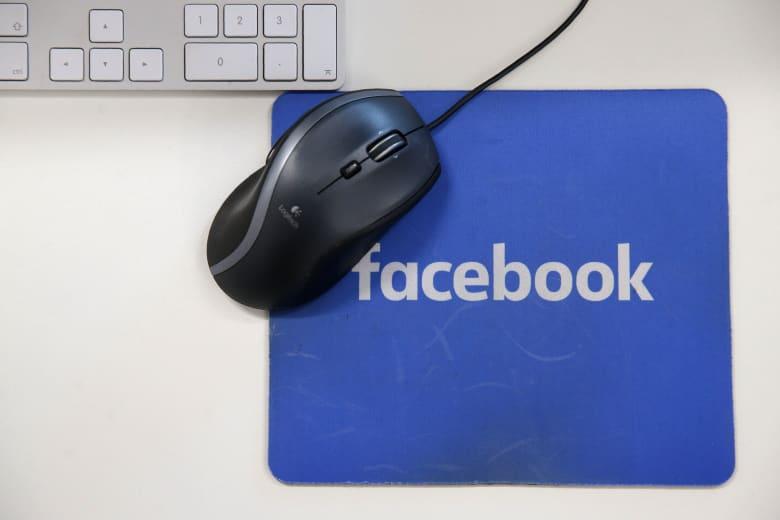 """كيف ستساعد """"البطاقات البريدية"""" فيسبوك في وقف التلاعب بالانتخابات؟"""
