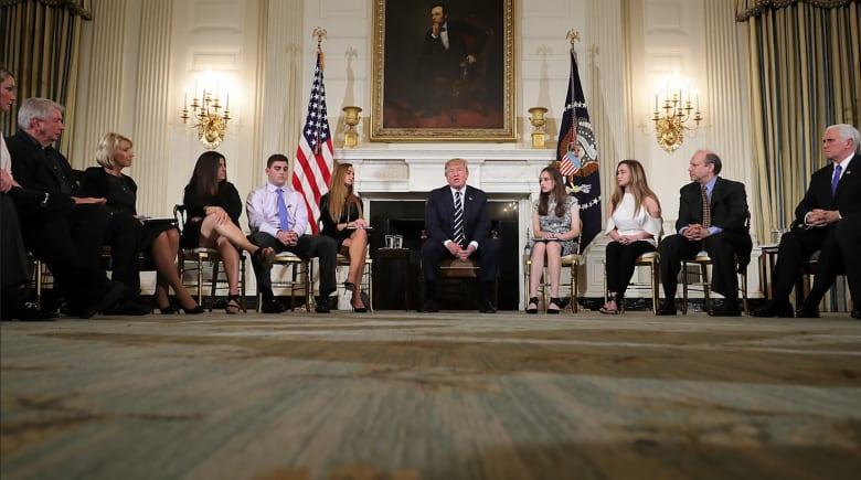 ترامب يقترح تسليح المعلمين لمنع هجمات على المدارس