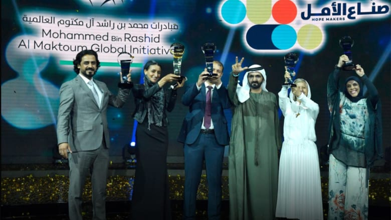 """محمد بن راشد يطلق """"صناع الأمل 2"""".. المكافأة مليون درهم وهذه شروط الوظيفة"""