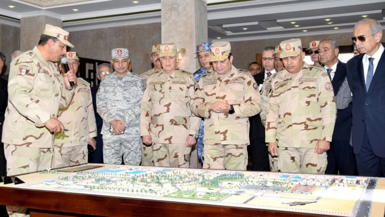السيسي بالزي العسكري يفتتح مقر قيادة قوات شرق القناة لمكافحة الإرهاب