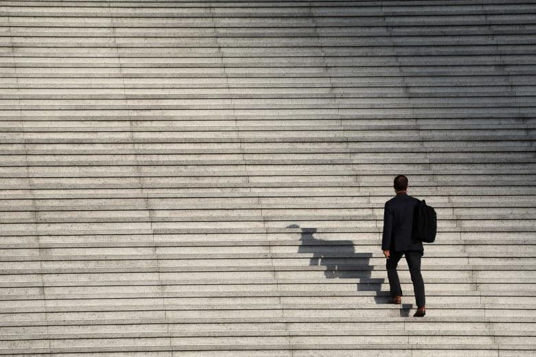 ما هي ميّزات مكان العمل المثالي بالنسبة للمهنيين في منطقة الشرق الأوسط؟