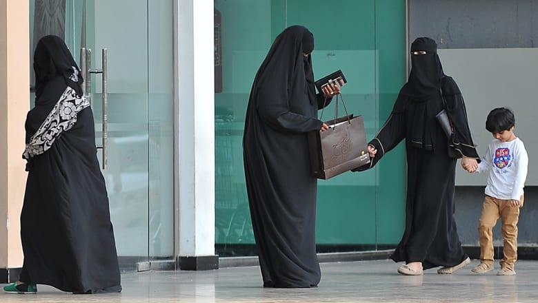 """وزير العدل السعودي يحسم قضية """"أحقية حضانة الأولاد"""""""