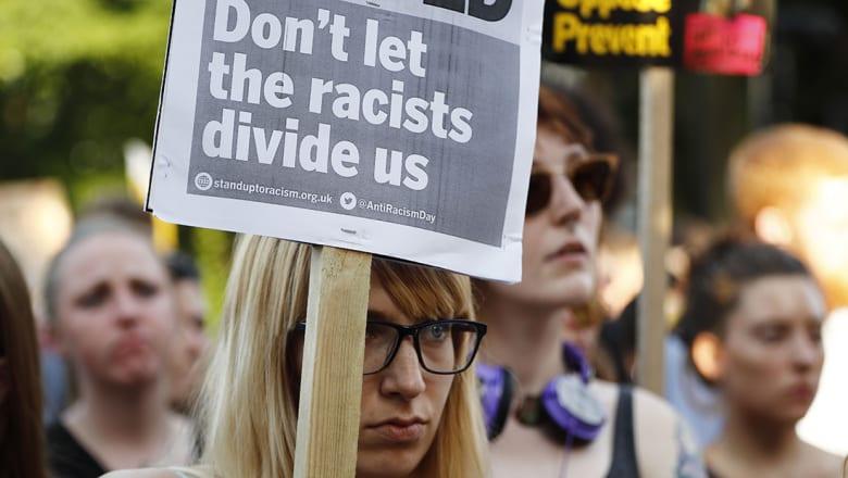 """الشرطة البريطانية تحقق في رسائل تدعو إلى """"قتل"""" المسلمين و""""حرق"""" المساجد"""