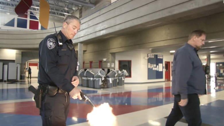 مدرسة تستخدم صوت إطلاق نار حقيقي في تدريبات