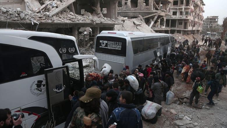 نشطاء لشبكتنا: 57 حافلة تقل أكثر من 3000 شخص غادرت الغوطة الشرقية