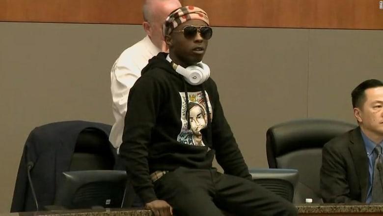 شاهد ماذا فعل شقيق شاب أسود قتلته الشرطة بكاليفورنيا!
