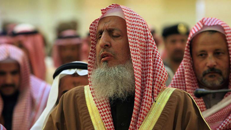 مفتي السعودية عن صواريخ الحوثي: فئة ضالة مضلة تنفذ مراد أعداء الله
