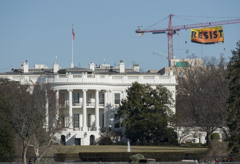 الاستخبارات الأمريكية: البيت الأبيض توصل لقرار حول الانسحاب من سوريا