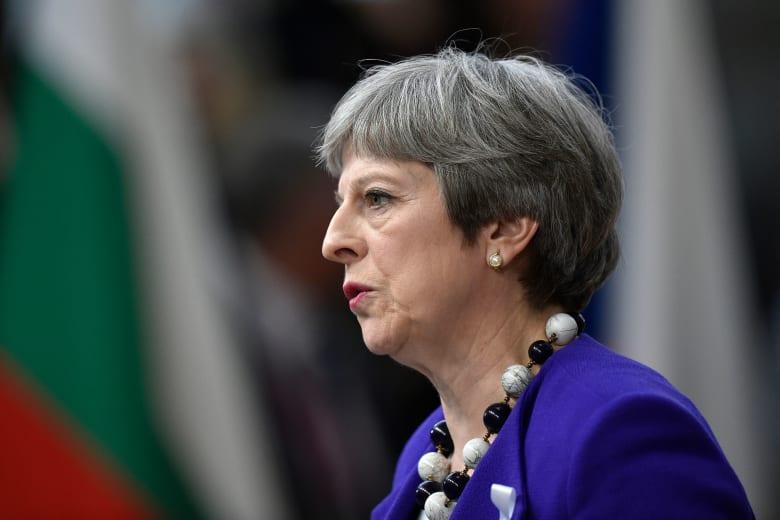 """رئيسة وزراء بريطانيا: يجب أن يتحمل مرتكبو الهجوم الكيماوي """"المروع"""" في سوريا المسؤولية"""