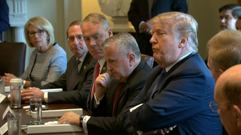 شاهد.. FBI يداهم محامي ترامب.. والرئيس الأمريكي يرد