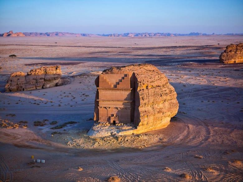 """سعود القحطاني: متحف العلا أكبر من """"قطر العزيزة"""""""
