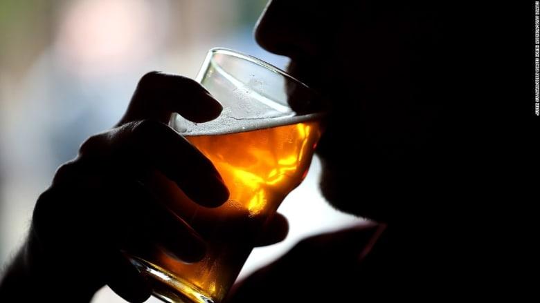 كيف يؤثر شرب الكحوليات على صحتك؟