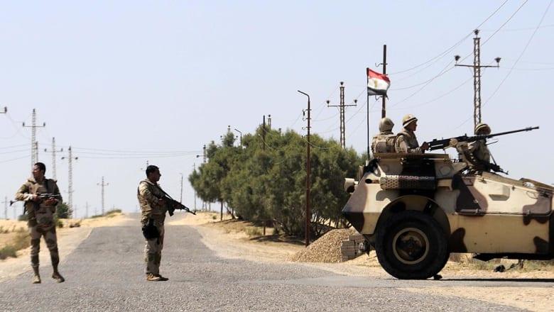 مقتل 8 من الجيش المصري و14 إرهابيا في محاولة اقتحام معسكر وسط سيناء