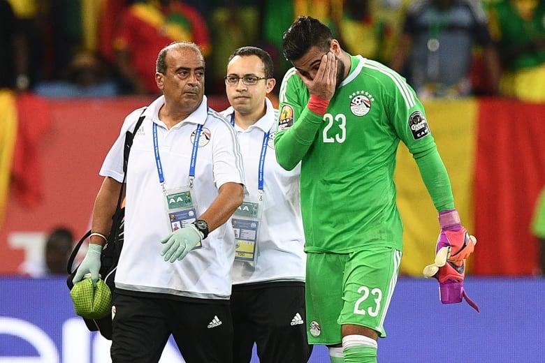 حارس منتخب مصر يغيب عن كأس العالم.. وأبوتريكة يواسيه