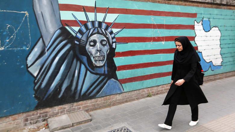 """خاشقجي: الاحتفال بانسحاب ترامب من """"نووي إيران"""" مستعجل.. فهل سيفعل هذا شيئا تجاه يد إيران بالمنطقة؟"""