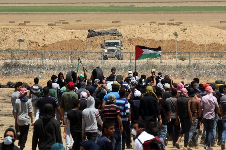 إسرائيل تدمر نفقا شمال قطاع غزة وتغلق معبر كرم أبو سالم