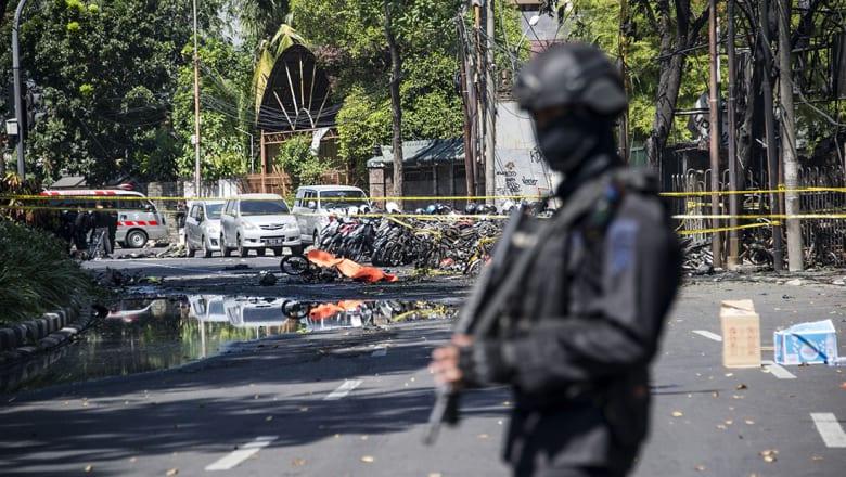 داعش يتبنى مسؤولية الهجمات على كنائس في إندونيسيا