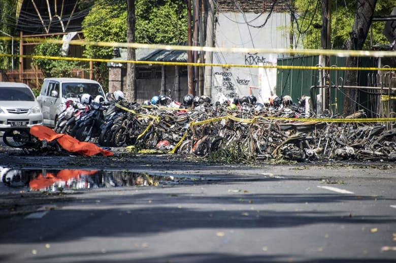 """الشرطة الإندونيسية: """"عائلة كاملة"""" نفذت الهجوم على الكنائس"""
