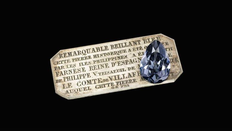 """بعد 300 عام على """"إخفائها"""".. ألماسة زرقاء نادرة تباع بسعر خيالي!"""