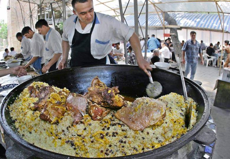 شاهد.. بماذا يشتهر المطبخ الأذربيجاني؟