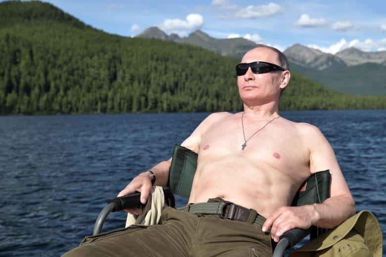 """بوتين... عن ترامب ومستقبله السياسي وصور """"صدره العاري"""""""