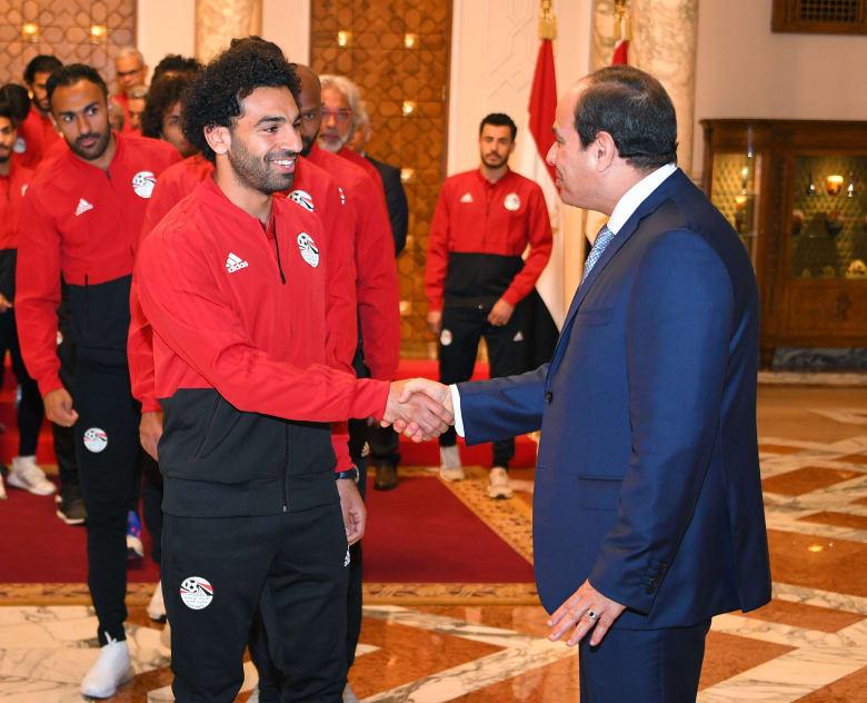 السيسي يستقبل أفراد المنتخب المصري ومحمد صلاح يؤكد تحسن حالته