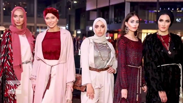من هن النساء مهلمات الموضة المحتشمة؟