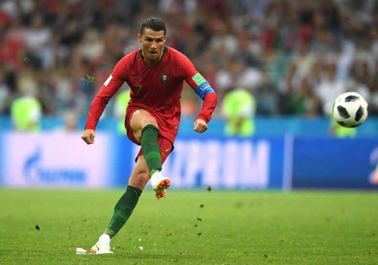 """رونالدو يسجل أول """"هاتريك"""" بكأس العالم في مباراة مثيرة مع إسبانيا"""