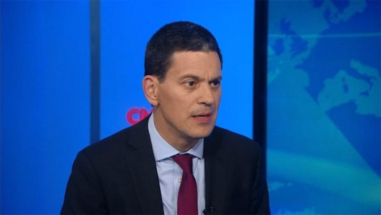 وزير خارجية بريطانيا الأسبق لـCNN: العمليات العسكرية والحل السياسي باليمن متضادان