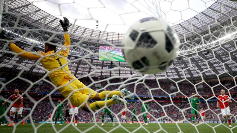 بشار جرار يكتب عن إقحام الدين والسياسة في مونديال روسيا: الكرة مازالت في ملعبنا