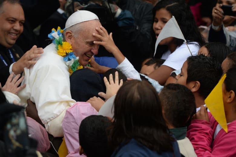 """البابا فرانسيس يقارن الإجهاض بحقبة """"تحسين النسل"""" النازية"""