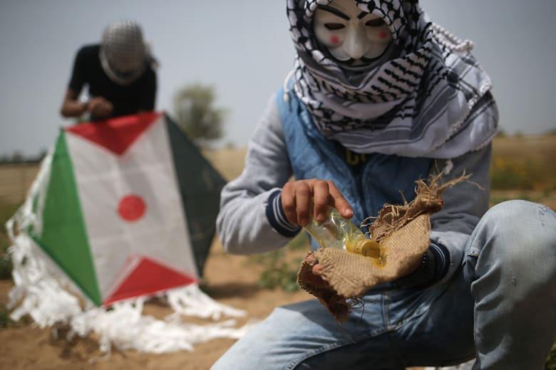 """مقاتلات إسرائيلية تقصف غزة ردا على """"الطائرات الورقية"""""""