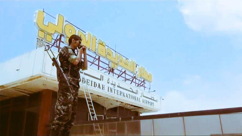 """آل جابر: مطار الحديدة بيد قوات """"الشرعية"""".. وقائد قوات التحالف غرب اليمن: خسائر كبيرة للحوثيين"""