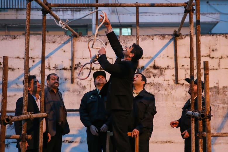 أمريكا تدين إعدام إيران رجل الدين الصوفي محمد سلاس