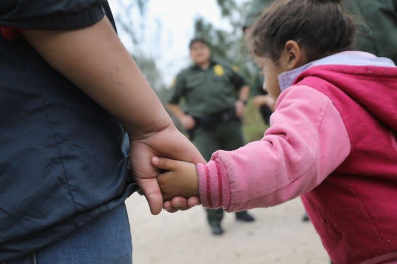 وزارة الأمن القومي تطلب من البنتاغون إيواء 12 ألف مهاجر