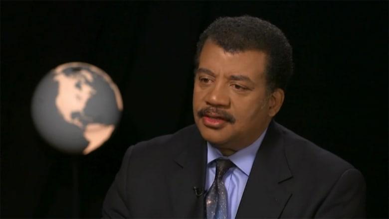 عالم بفيزياء الفلك يتحدث لـCNN عن نية ترامب تأسيس قوة فضائية