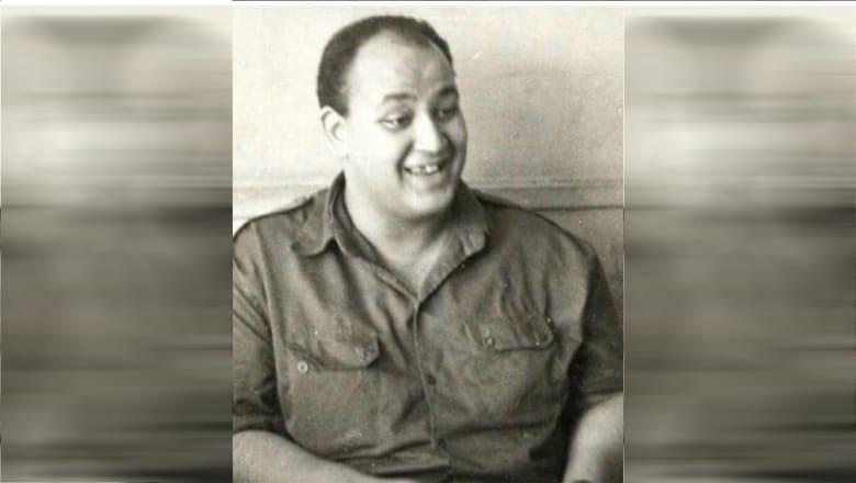 """الإعلامي المصري عمرو أديب ينشر صورة """"أيام التجنيد"""".. وساويرس يمازحه"""