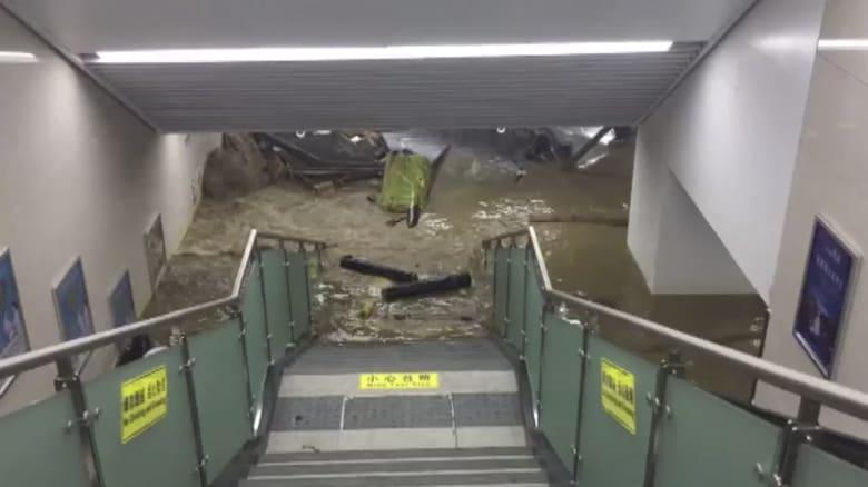 شاهد.. فيضان يغرق مترو أنفاق في الصين