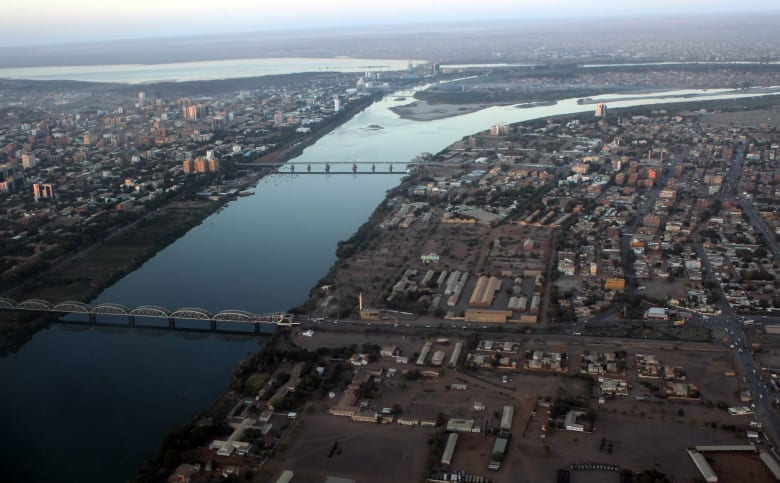 السودان يرد على تحذيرات السفر الامريكية: وفد من سفارتكم تنقل بحرية مؤخرا