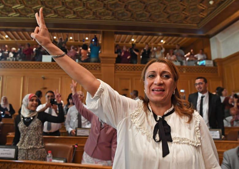 """سعاد عبدالرحيم.. التونسية الفائزة بانتخابات البلدية وأول """"شيخة لتونس"""""""
